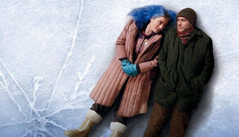 Bild på Jim Carrey och Kate Winslets karaktärer från Sci-fi filmen Eternal Sunshine of the spotless Mind, liggandes på en isfrusen sjö.