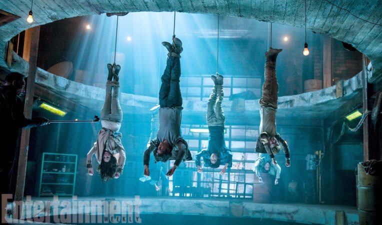 Fyra personer hänger upp och ned - bästa filmtipsen 2018