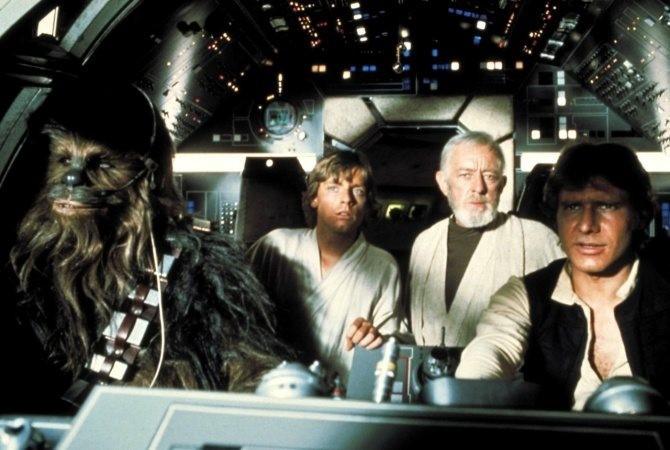 Chewbacca, Luke, Obi-wan och Han Solo sitter i Milleniumfalken.
