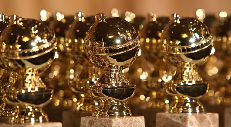 En samling Golden Globe-statyer