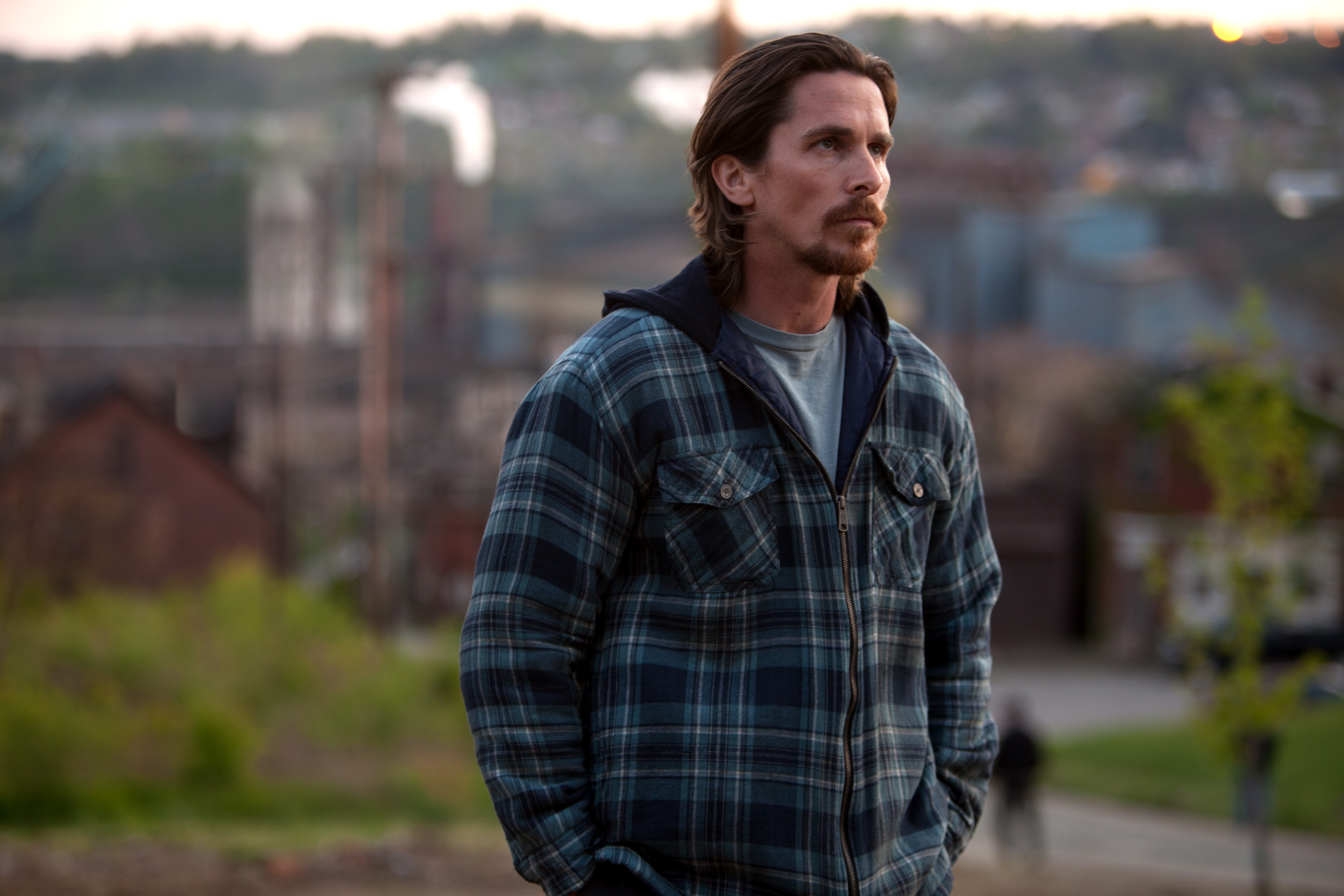 M 054 Christian Bale stars in Relativity MediaÕs Out of the Furnace. Photo Credit: Kerry Hayes © 2012 Relativity Media.