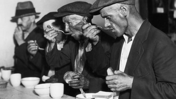 Fattiga amerikaner äter soppa under den stora depressionen.