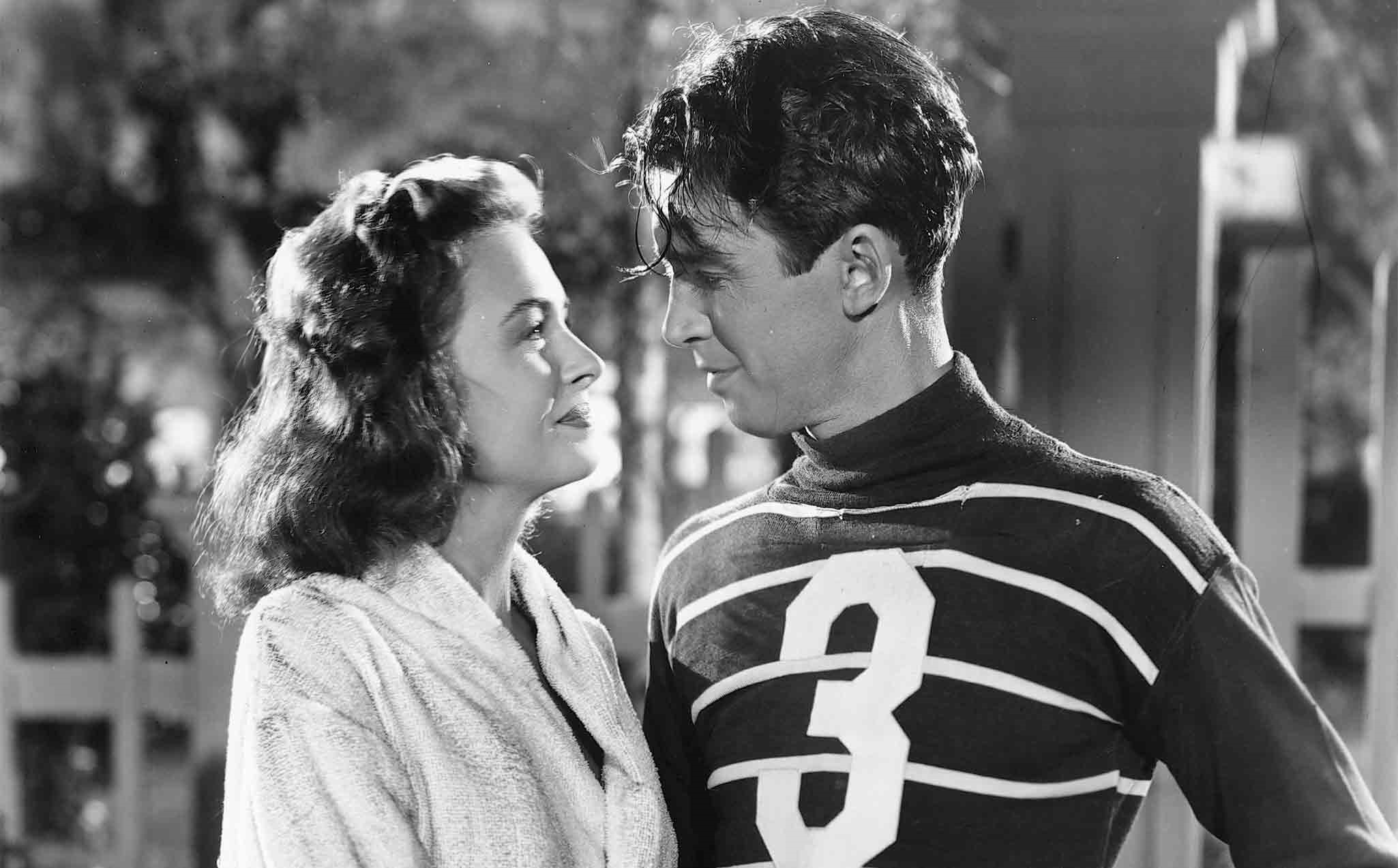 It's a Wonderful Life (1946) Directed by Frank Capra Shown from left: Donna Reed, James Stewart