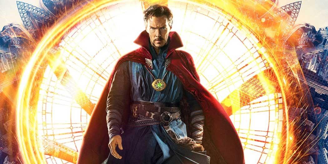 "Benedict Cumberbatch poserar som ""Doctor Strange"" på en poster."
