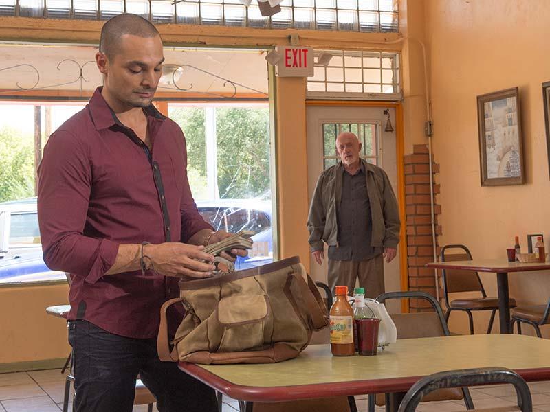 Michael Mando och Jonathan Banks i Better Call Saul