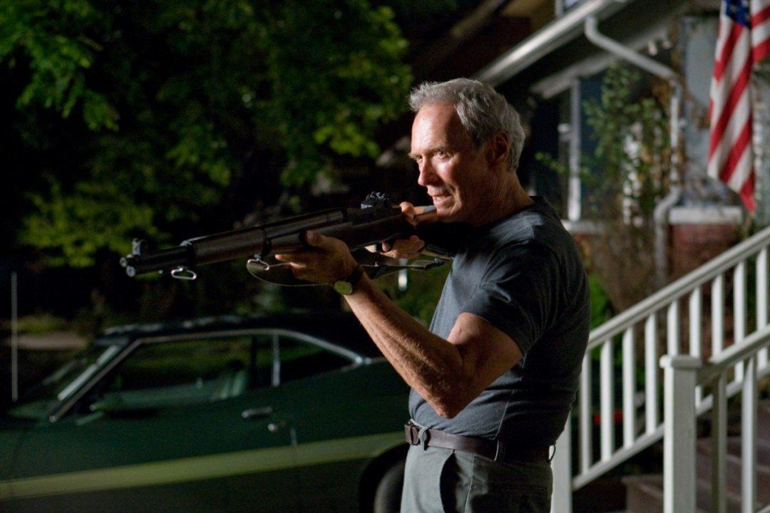 Clint Eastwood med gevär.