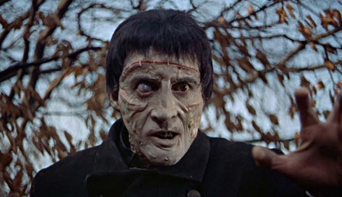 Ur Frankensteins förbannelse. Christopher Lee spelar monstret i bild.