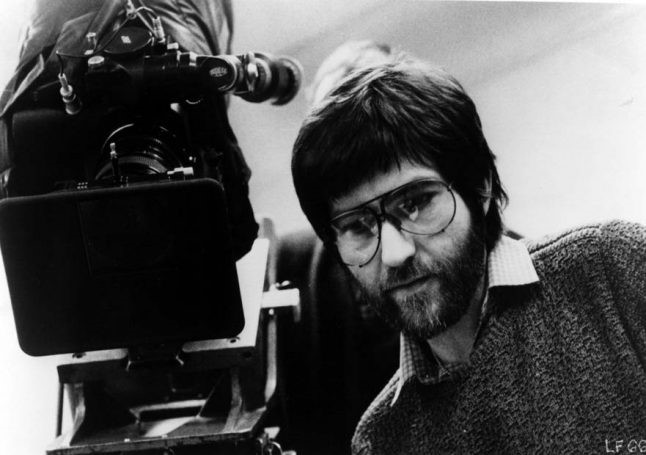 Regissören Tobe Hooper med kamera