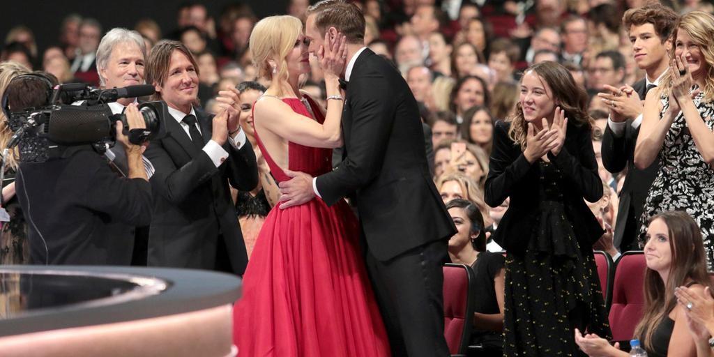 Nicole Kidman och Alexander Skarsgård på Emmygalan 2017