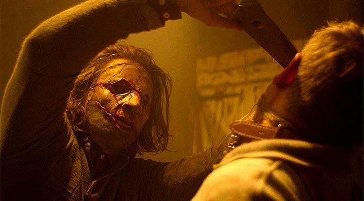 Leatherface torterar ett offer