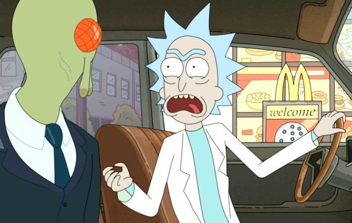 Rick sitter i en bil tillsammans med en federal agent och ska beställa mat från McDonald's.