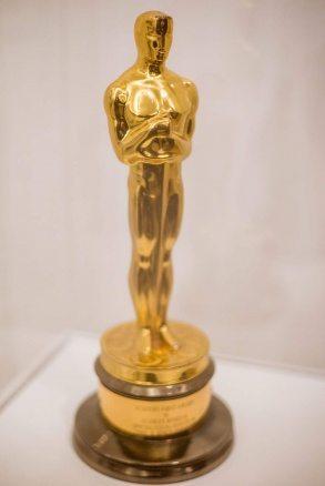 """Oscarsstatyetten för specialeffekter som tilldelades """"År 2001 – ett rymdäventyr""""."""