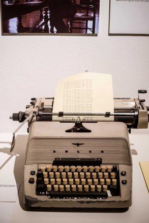 """En skrivmaskin från filmen """"The Shining""""."""