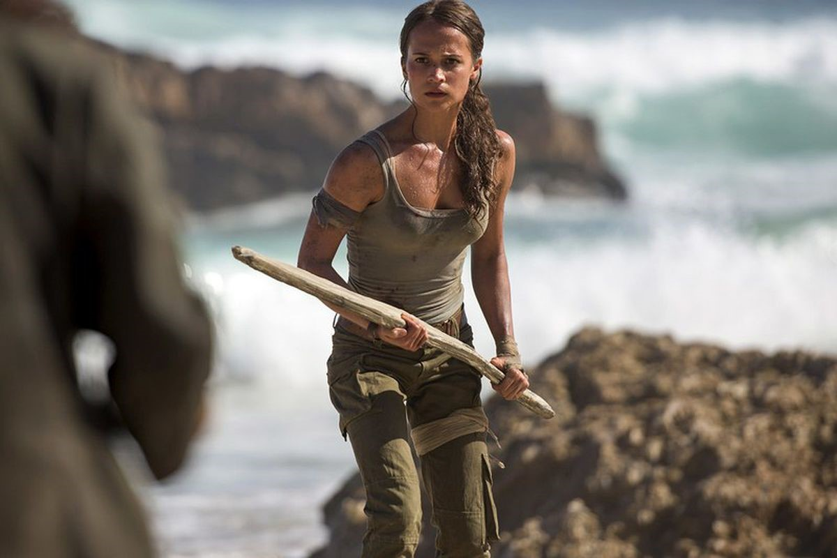 På bilden kan du se Alicia Vikander som spelar Lara Croft