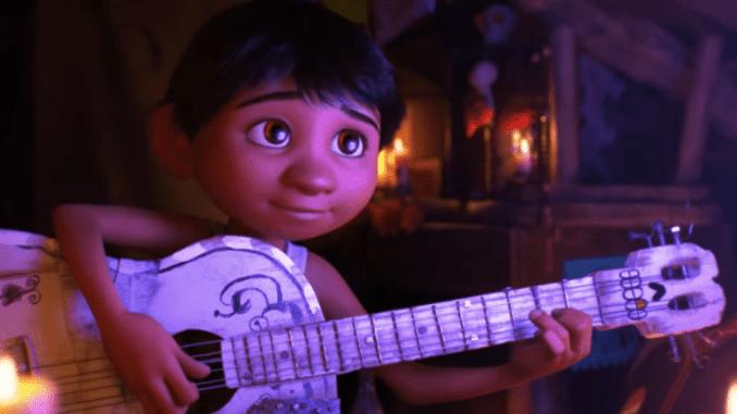 Miguel och hans gitarr i Coco