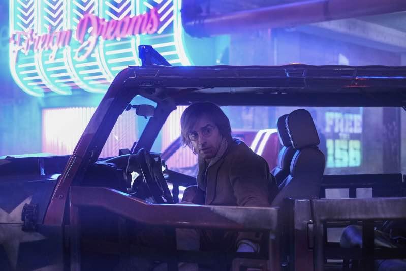 Justin Theroux med sitt blonda hårsvall i Netflix-filmen Mute