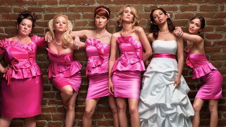 Melissa McCarthy, Wendi McLendon-Covey, Ellie Kemper, Kristen Wiig, Maya Rudolph och Rose Byrne i Bridesmaids.