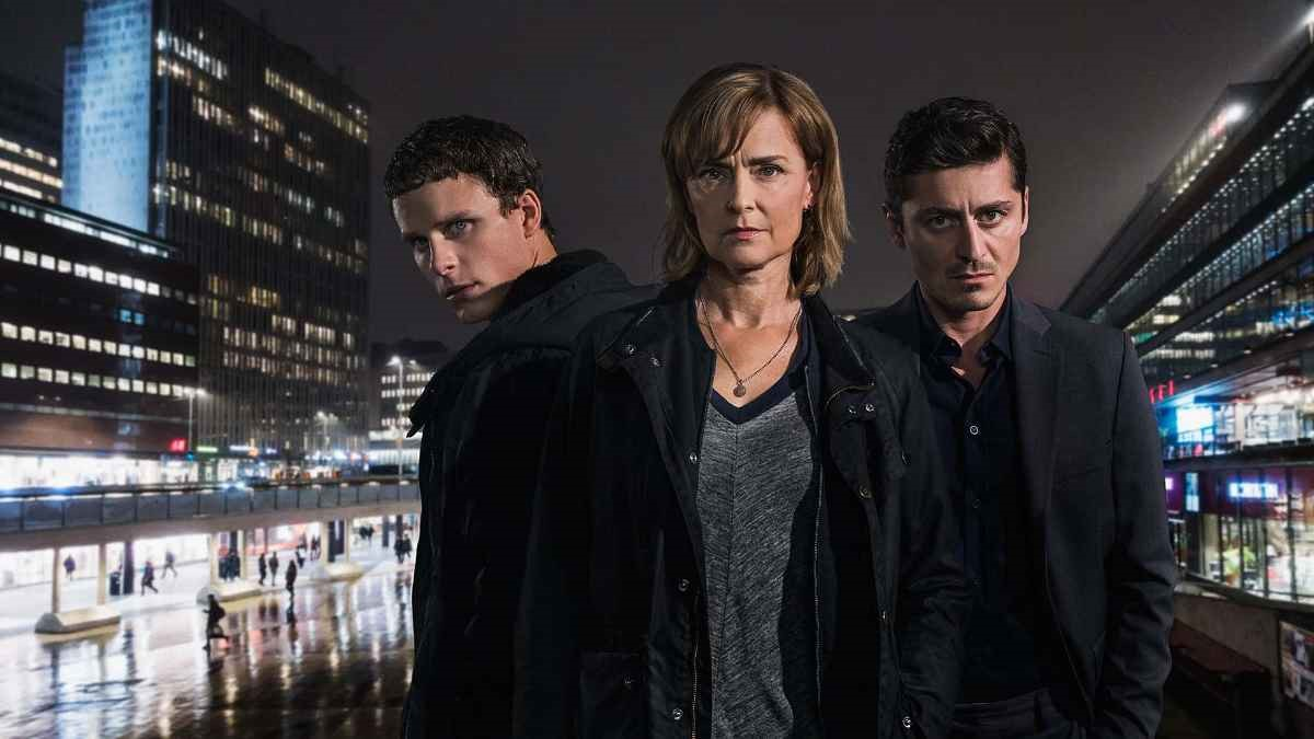 """Adam Pålsson, Marie Richardson och Alexej Manvelov i """"Innan vi dör""""."""