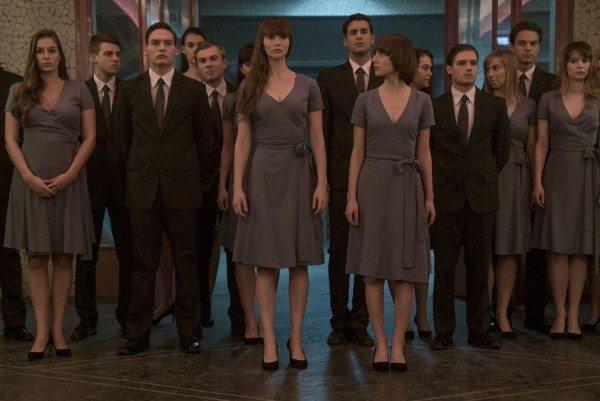 Jennifer Lawrence och de övriga spion-adepterna i filmen Red Sparrow.