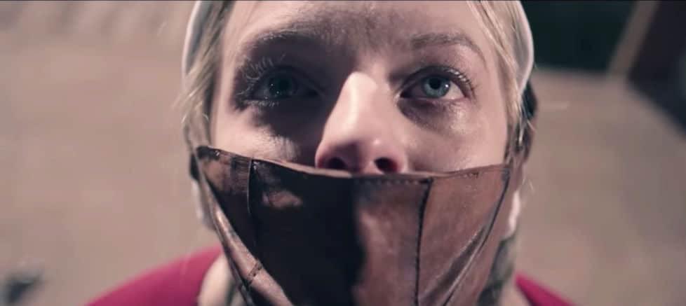 Skräckslagen Elisabeth Moss i säsongspremiären av The Handmaid's Tale