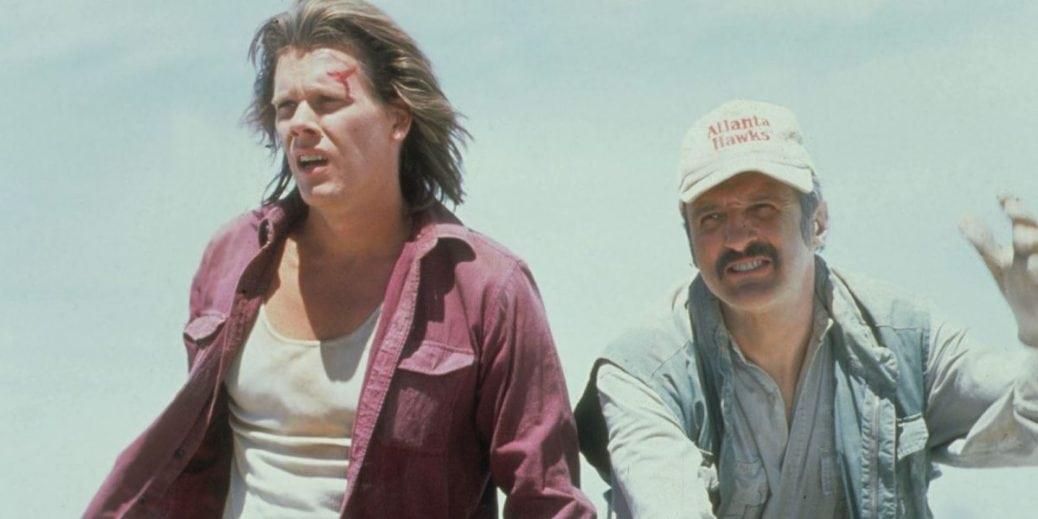 Kevin Bacon och Michael Gross i Hotet från underjorden.