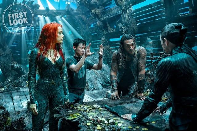James Wan regisserar en tagning i Aquaman.
