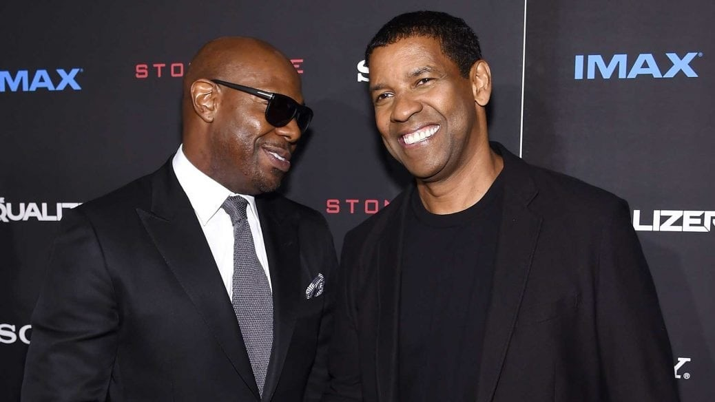 På bilden ser vi regissören Antoine Fuqua och skådespelaren Denzel Washington tillsammans