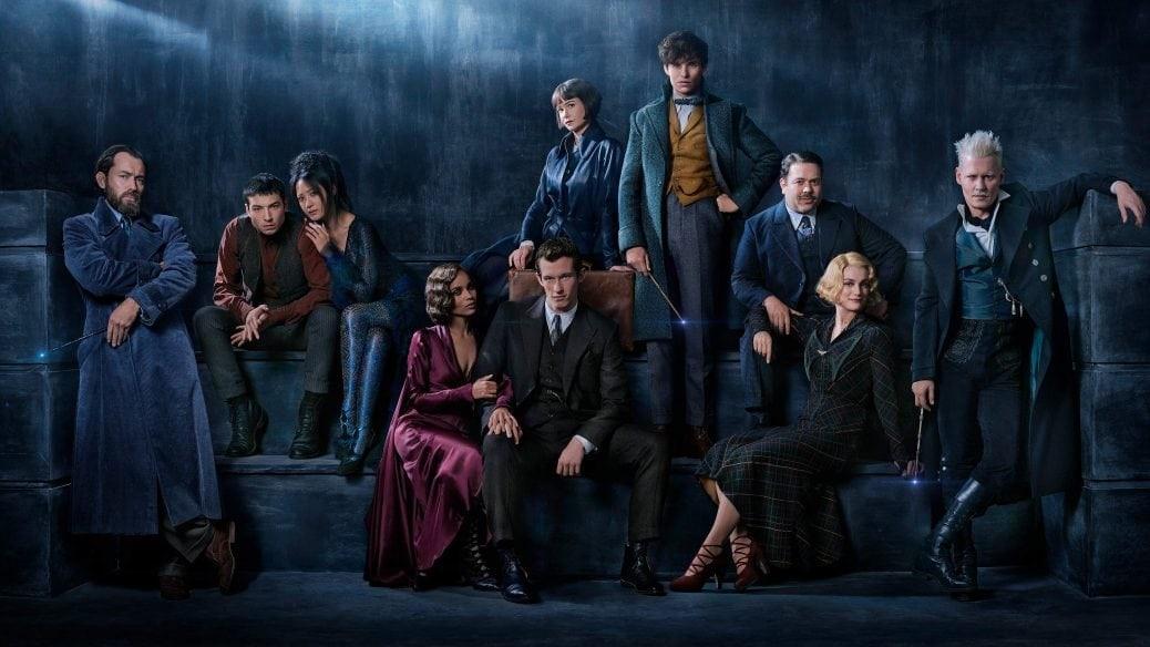 På bilden ser du alla skådespelare i nya Fantastic Beasts