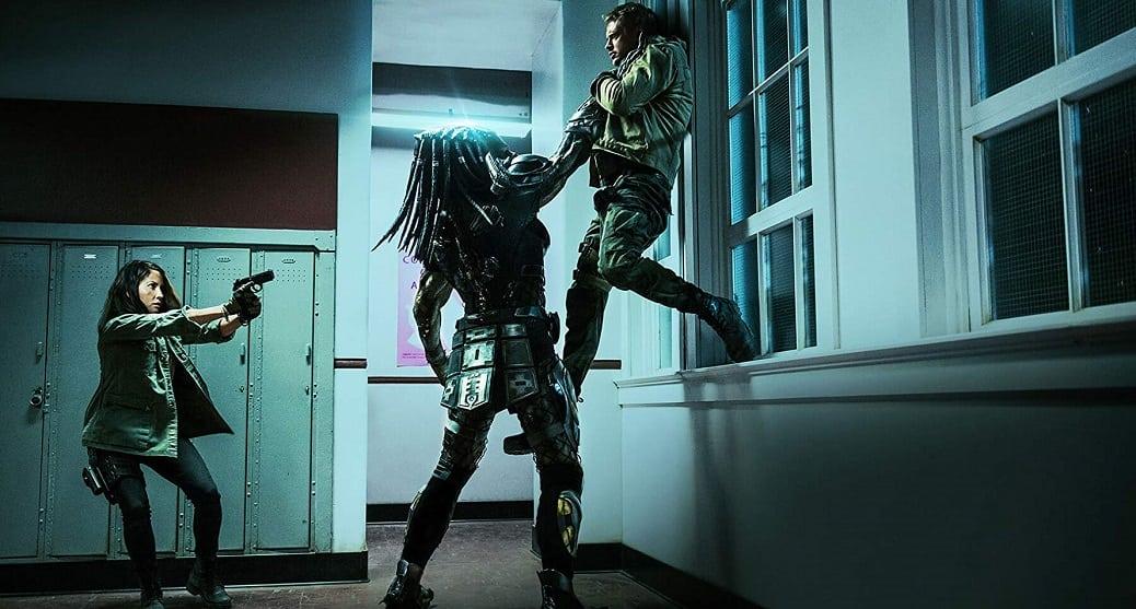 Hjältarna konfronteras av jägaren i The Predator