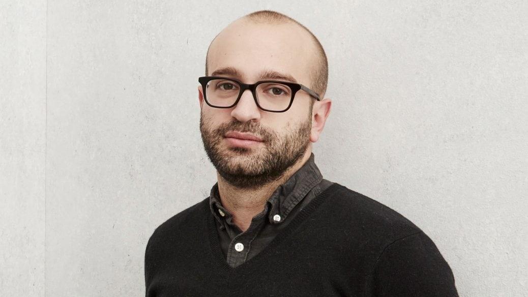 På bilden ser du regissören Antonio Campos