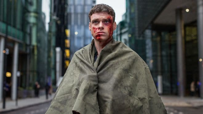 En blodig Richard Madden i Bodyguard.