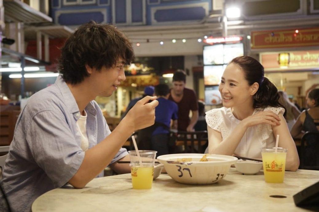 Masato och Mei äter nudlar i filmen Ramen Shop