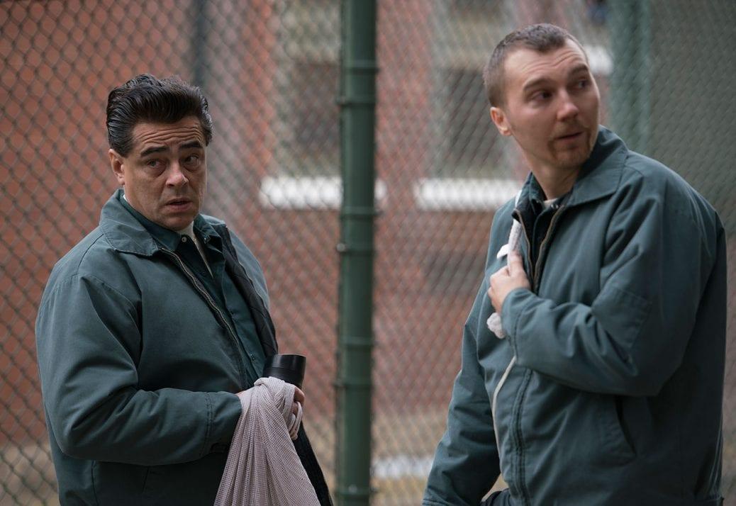 Benicio del Toro och Paul Dano i Escape at Dannemora