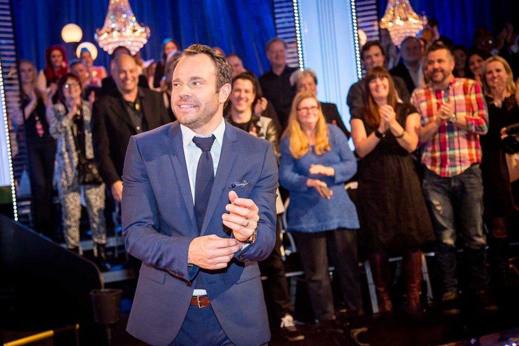 """David Hellenius som programledare för """"Let's Dance""""."""