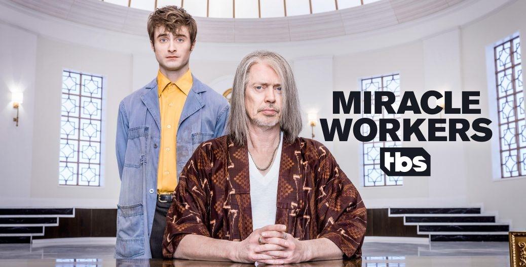 Daniel Radcliffe och Steve Buscemi i Miracle Workers.