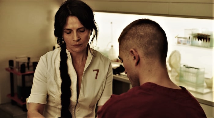 "Juliette Binoche och Robert Pattinson i Claire Denis ""High Life""."