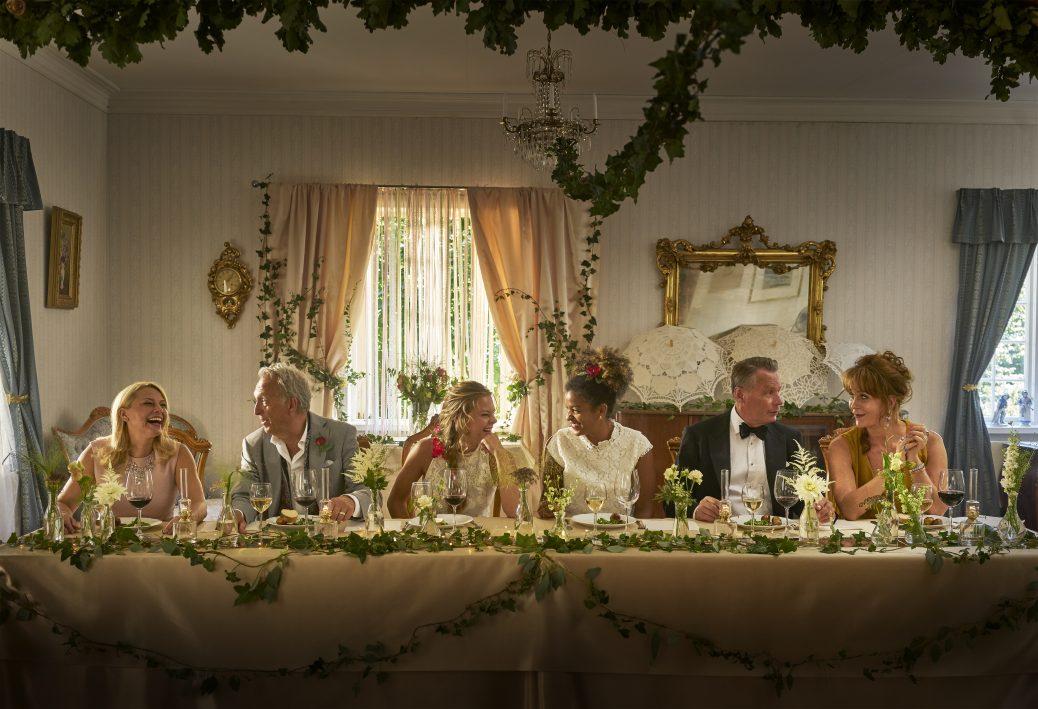 Bild från Colin Nutley och Helena Bergströms Cmore-serie Bröllop, begravning och dop.