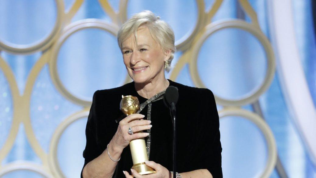 Glenn Close tar emot priset på Golden Globes 2019.