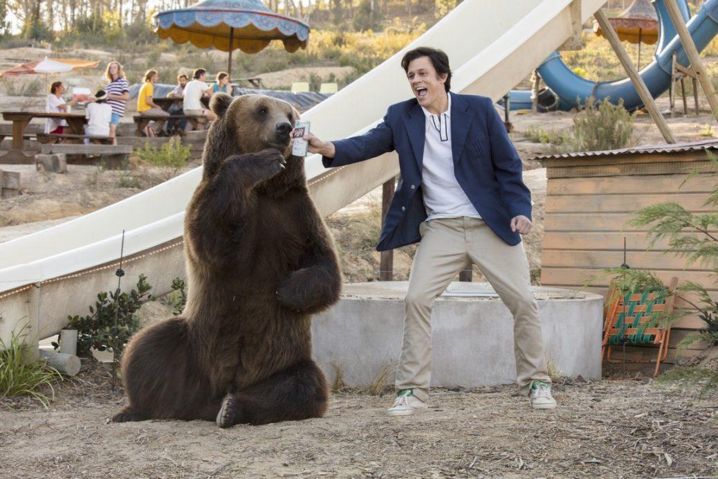 Johnny Knoxville och en björn