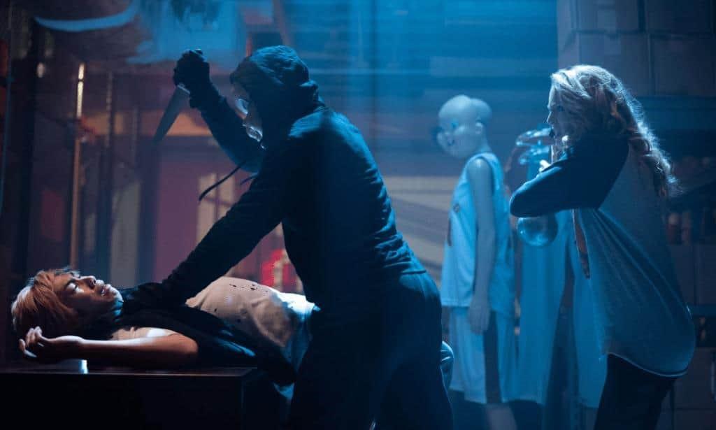 Mördaren i Happy Death Day 2 U överraskas av Tree (Jessica Rothe)