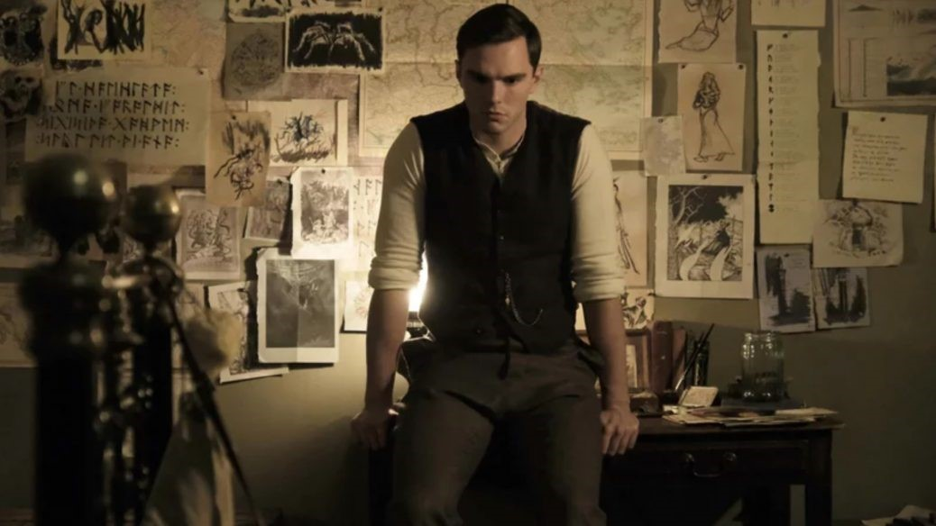En bild på Nicholas Hoult som J.R. R Tolkien