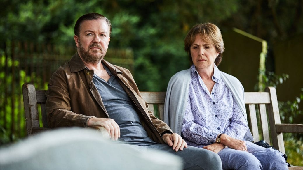 "Ricky Gervais får livsråd på parkbänk i ""After Life""."