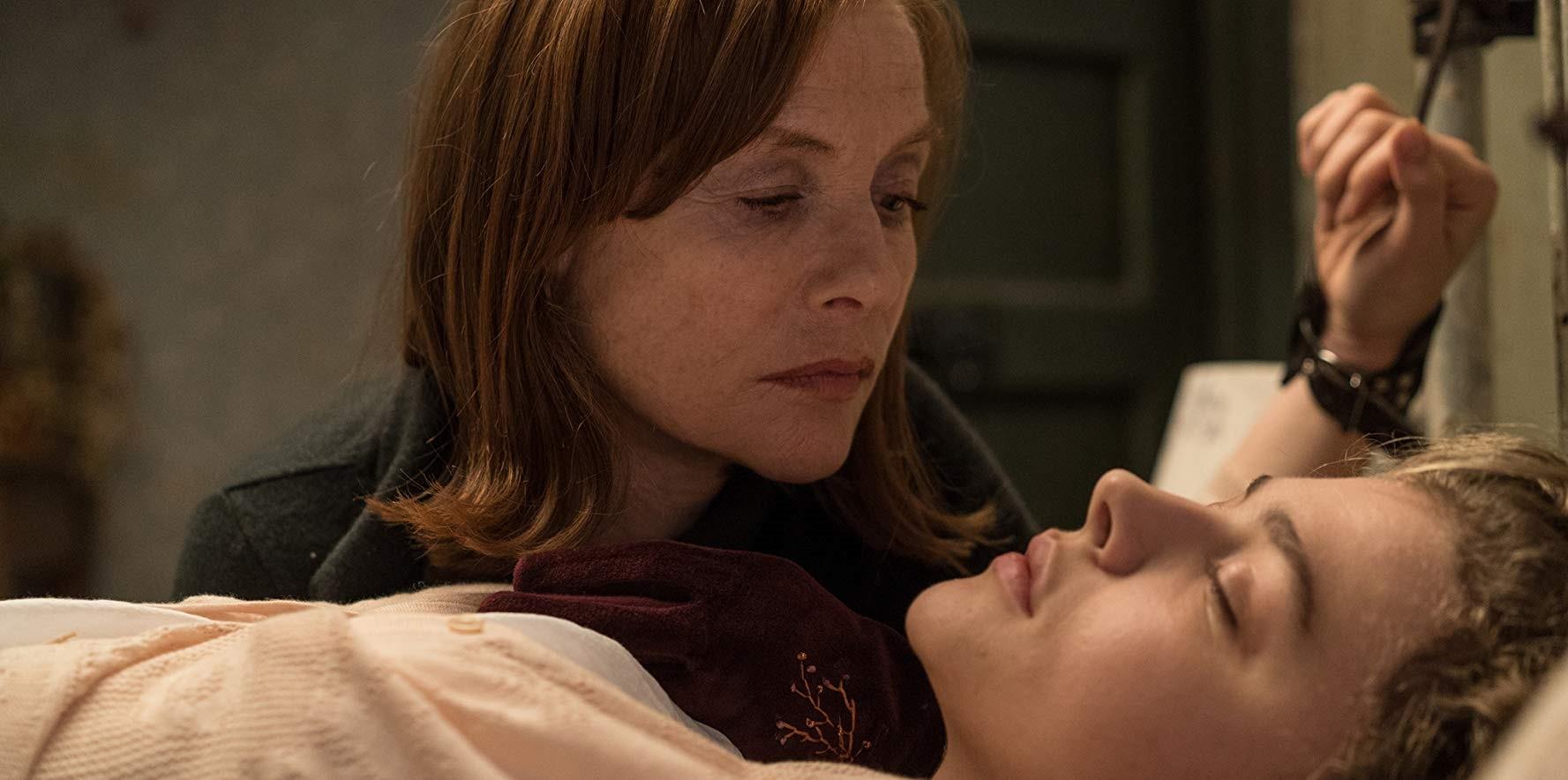 Isabelle Huppert och Cloë Grace Mortez i filmen Greta.
