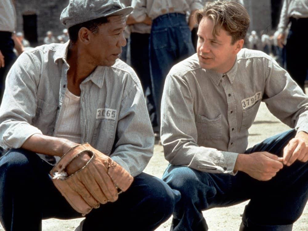 Tim Robbins och Morgan Freeman i Nyckeln till frihet.