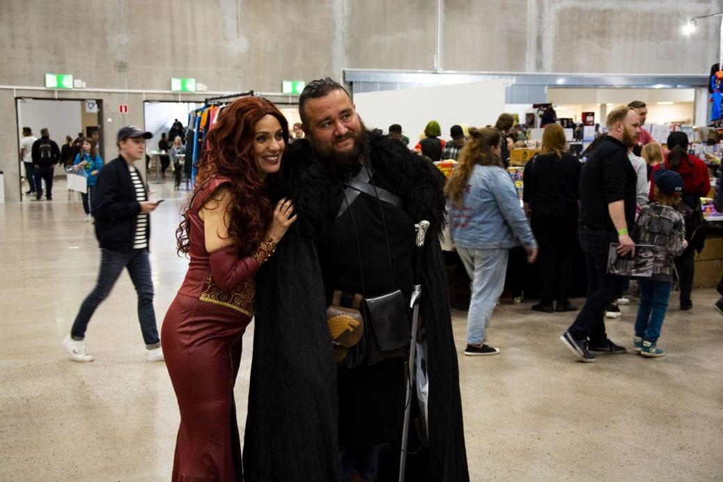 Fans poserar på Comic Con