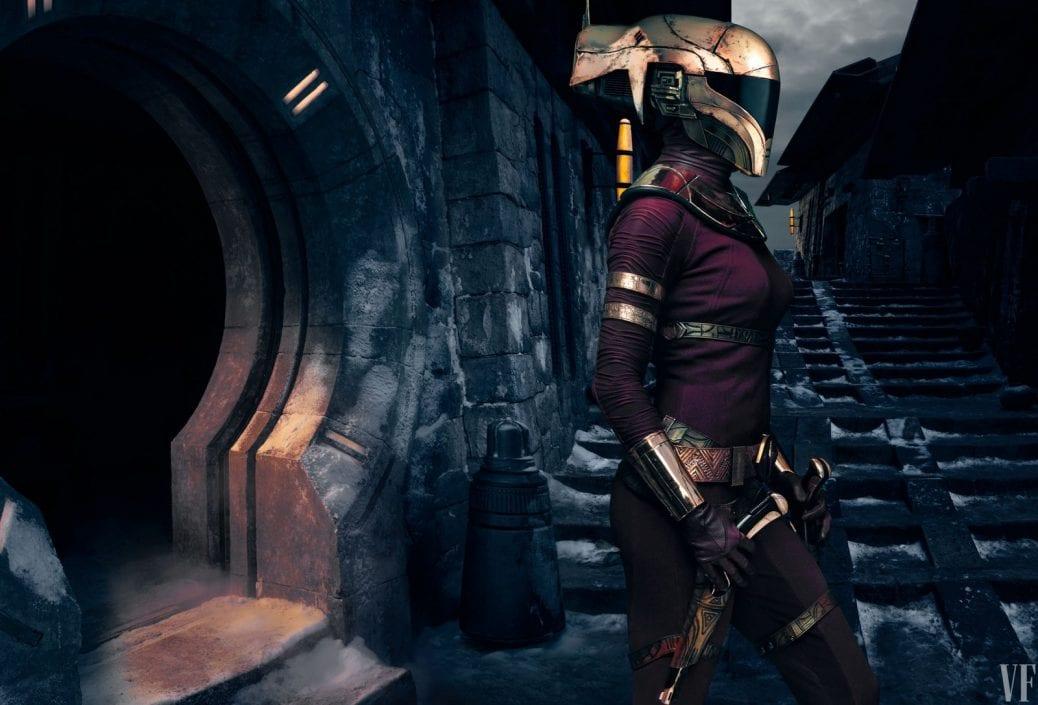 En kvinnlig krigare med guldhjälm.