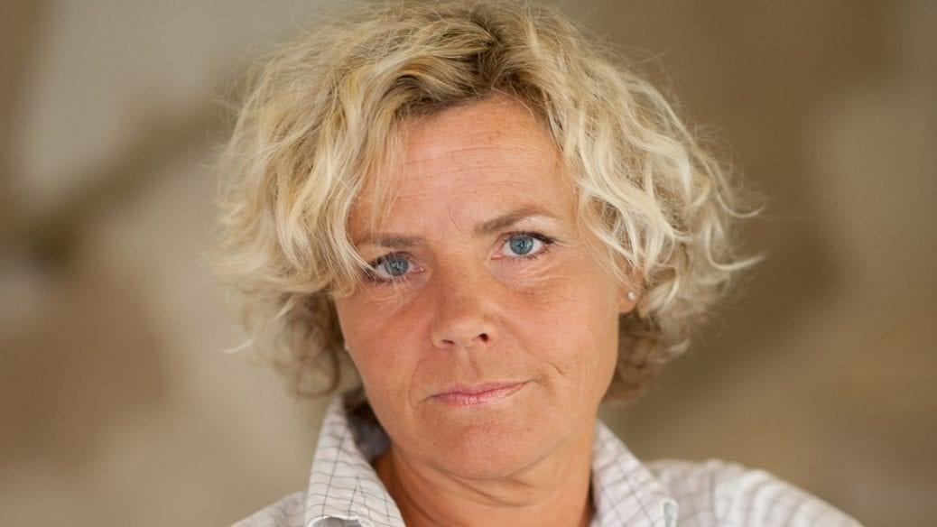 En porträttbild av Anna Serner.