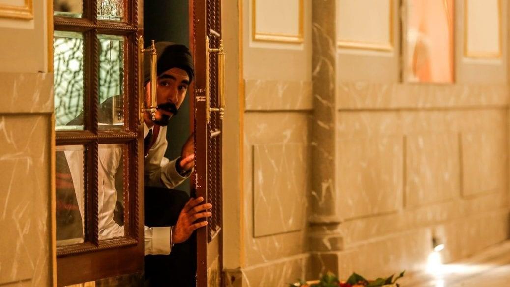 Dev Patel söker skydd i Hotel Mumbai.