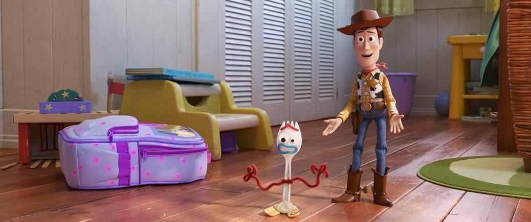 Bilden föreställer leksakerna Woody och Forky, karaktärer i Pixars senaste animerade familjefilm Toy Story 4.