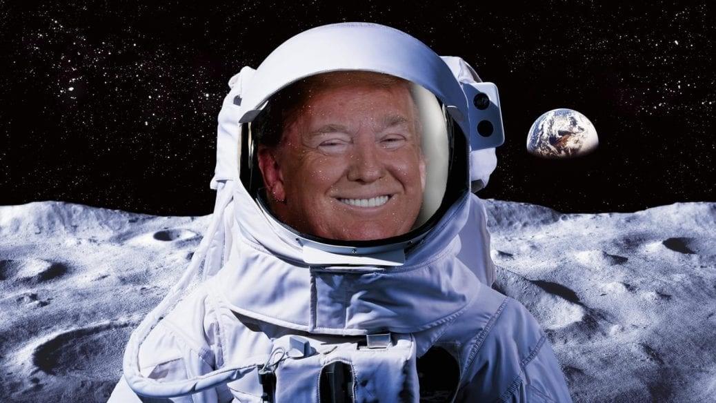 Donald Trump i rymddräkt.